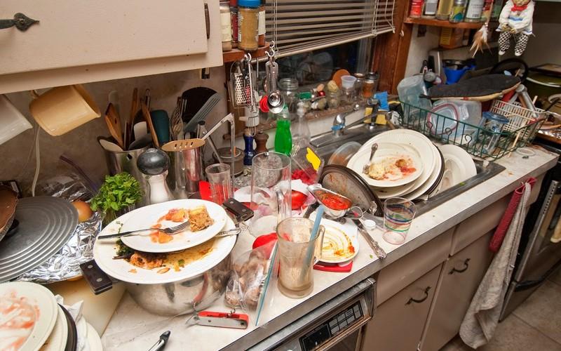 Почему нельзя мыть посуду вчужом доме?