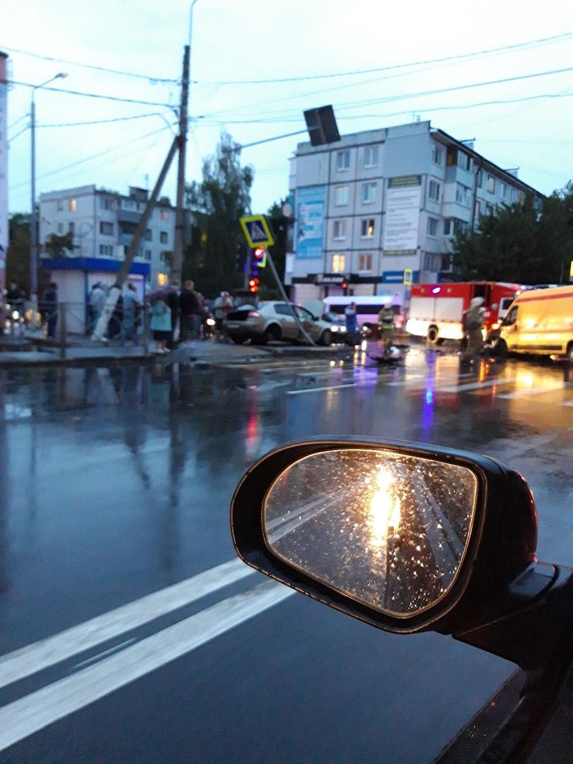 """Машина """"Скорой помощи"""" столкнулась в Брянске с легковым автомобилем"""