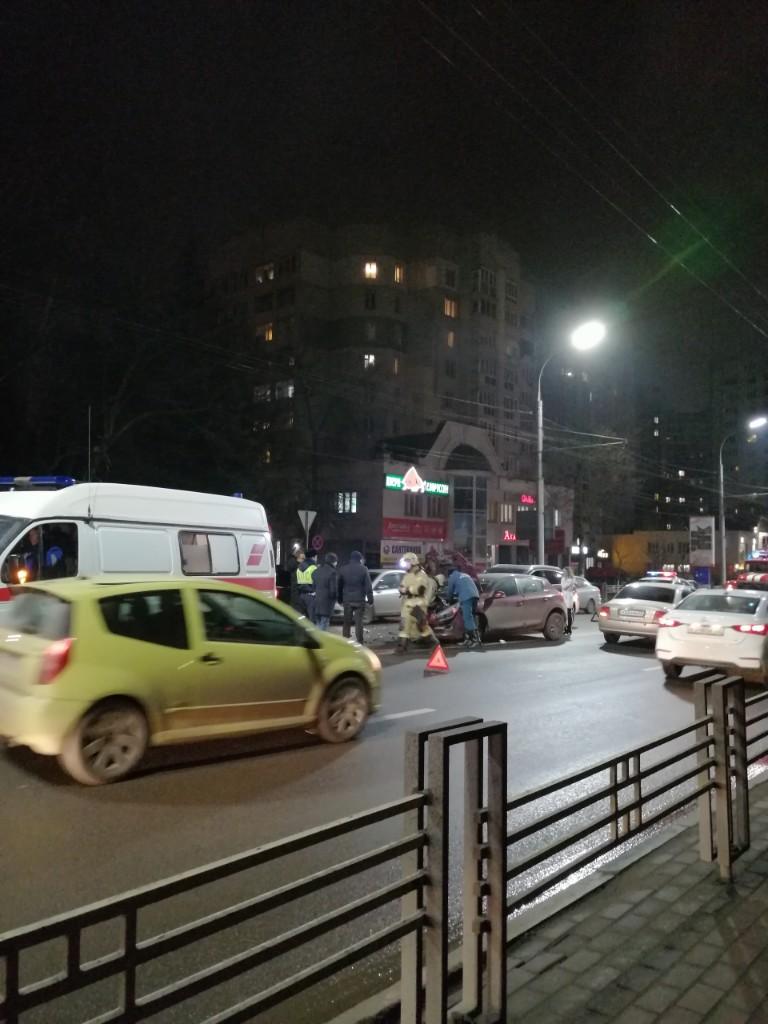 """Авария на """"Туристе"""" этим вечером парализовала движение в Брянске"""