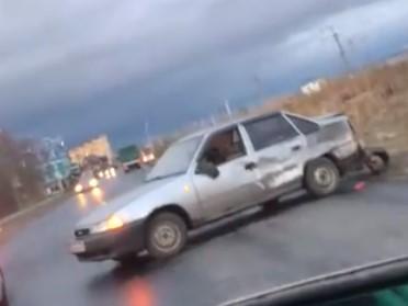 Разбитая легковушка перегородила проезжую часть в районе Ковшовки