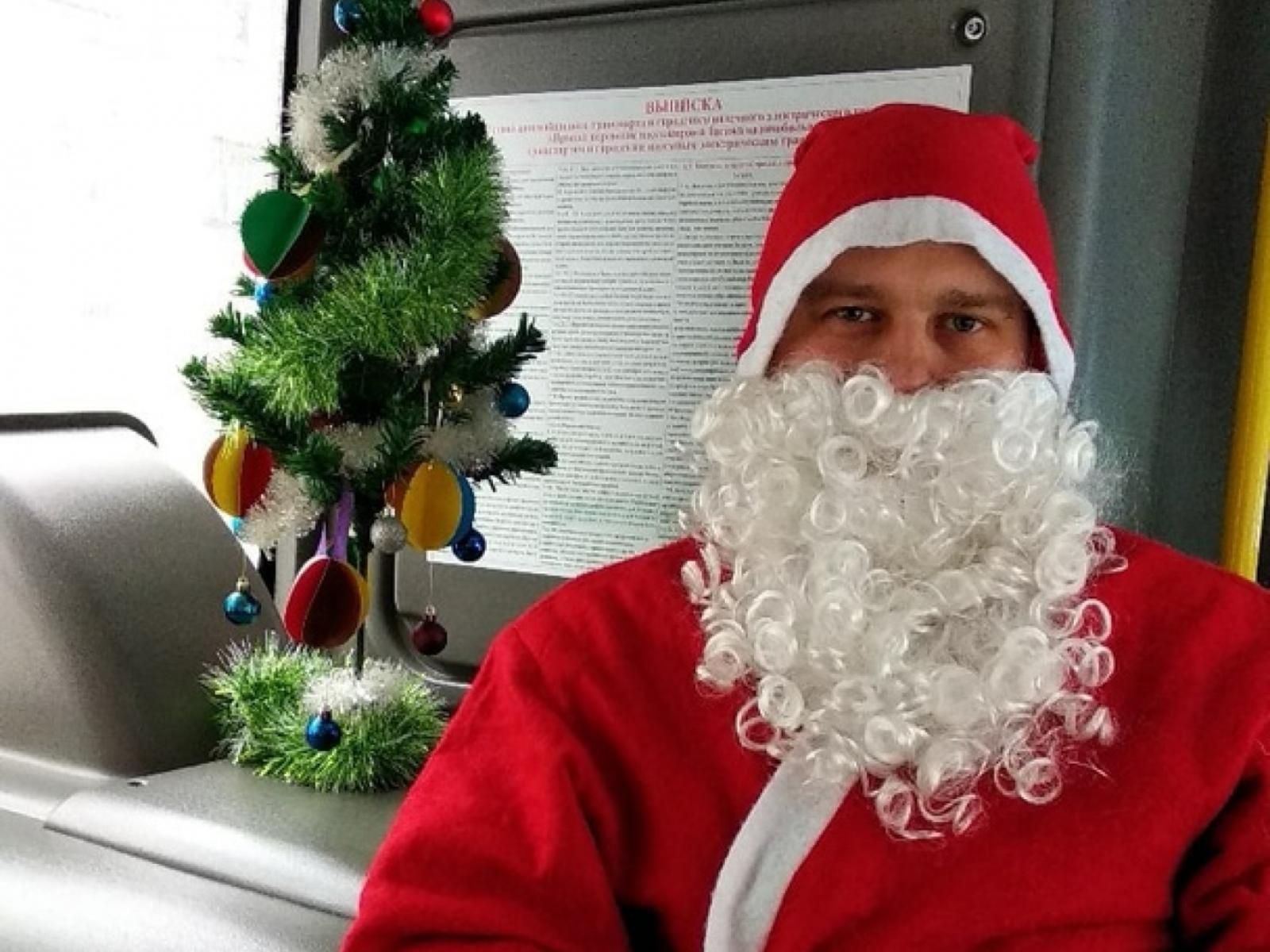 На брянском автобусе катается Дед Мороз