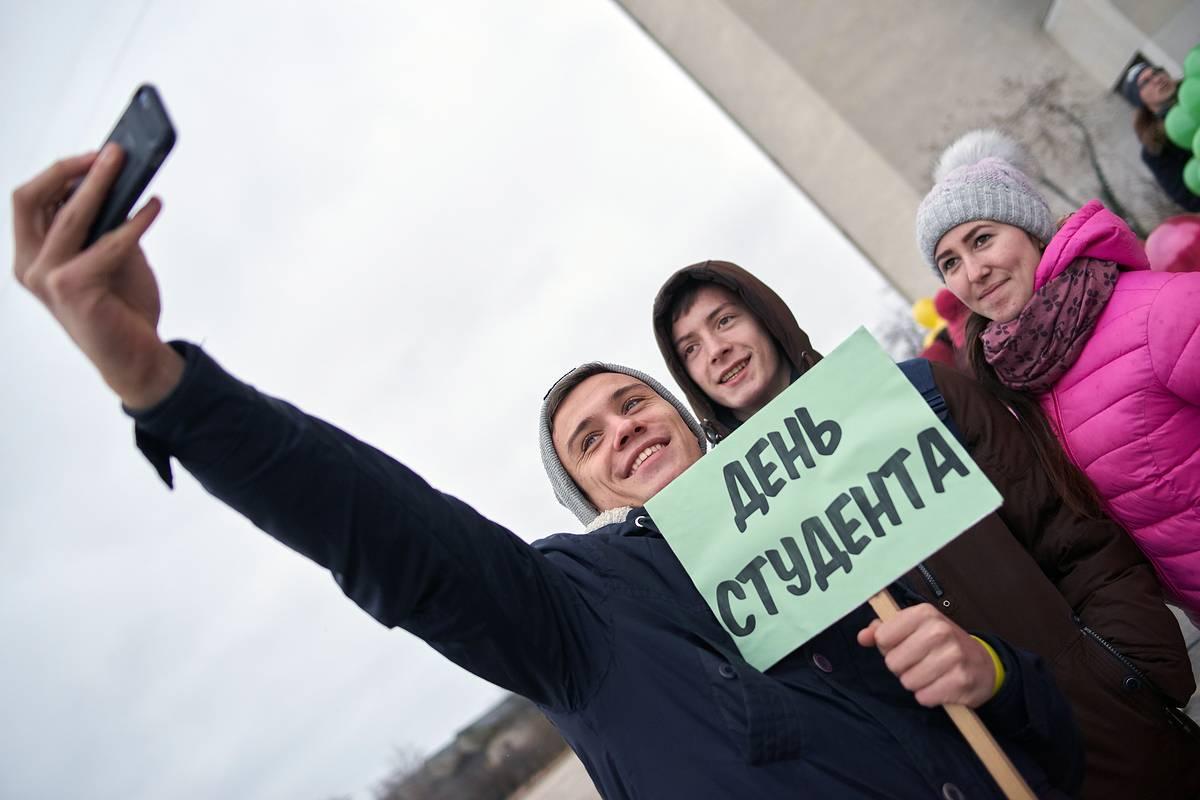 Брянский губернатор поздравил студенчество с праздником