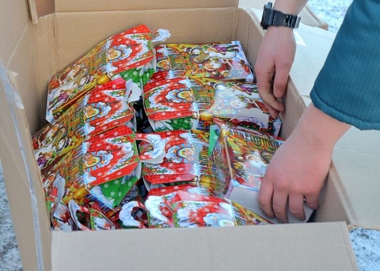 Регион отправил новогодние подарки детям Донбасса