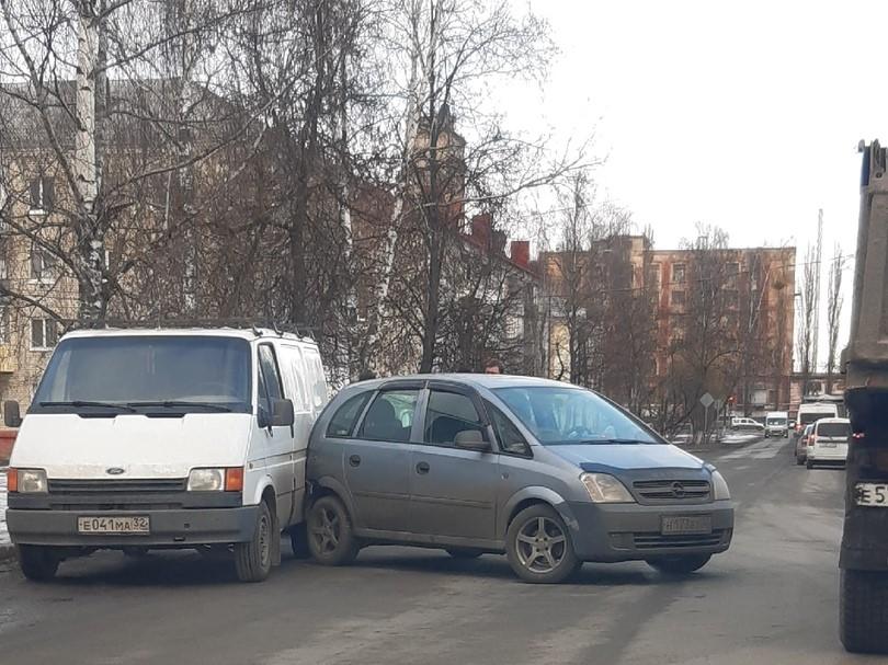 На улице Транспортной в Брянске ДТП
