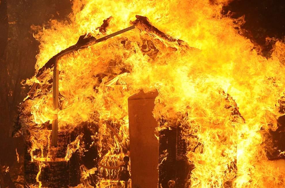 В Карачеве сгорел дом, пострадали люди