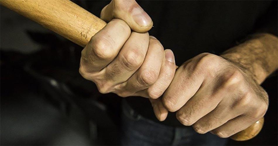Брянец получил семь ударов палкой на станции Синезерки