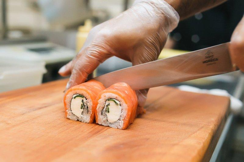 В Брянске избили доставщика суши