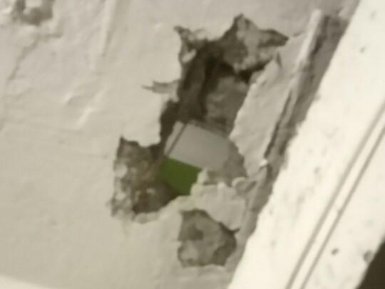Жители Киевской видят соседей через потолок