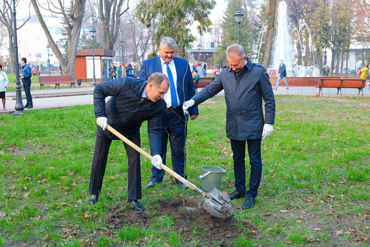 В Брянске открыт сквер Карла Маркса