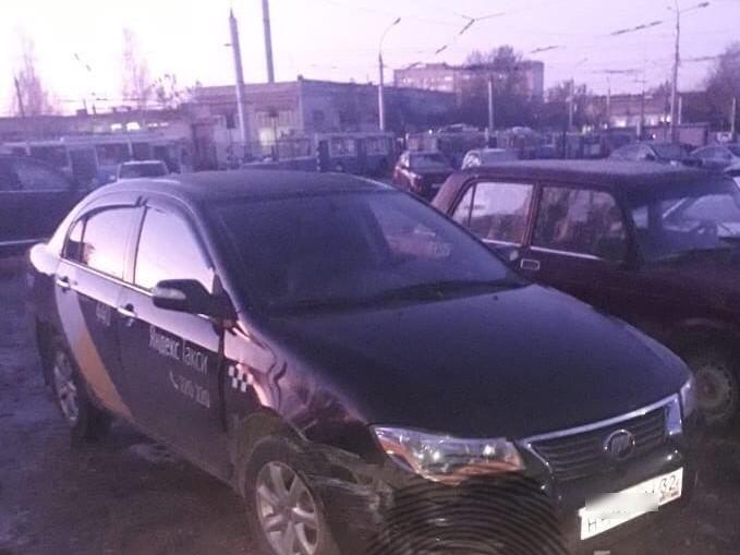 В Брянске поймали таксиста без прав