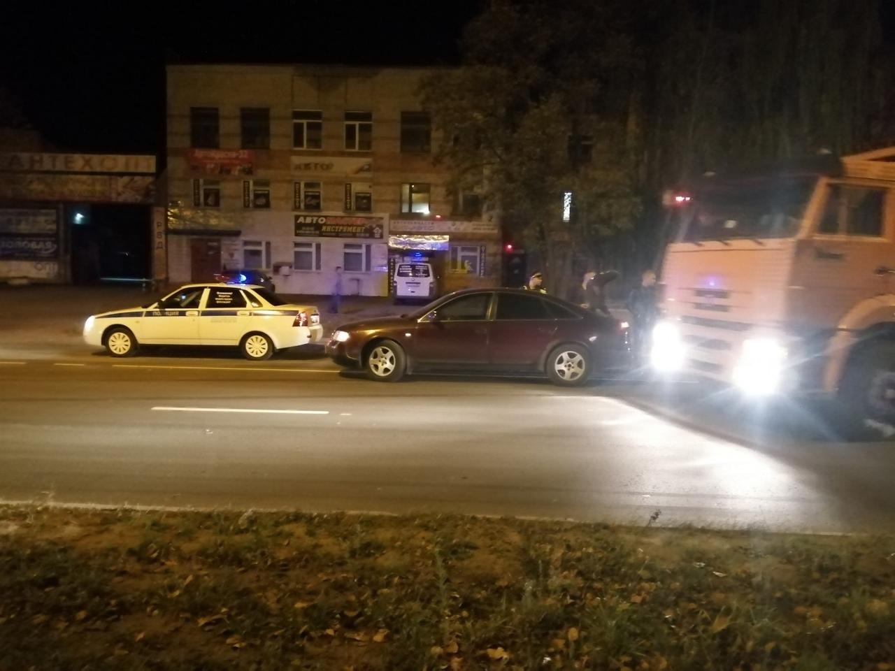 Вечером пятницы на Литейной столкнулись автомобили