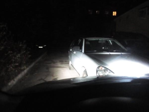 В Брянске водитель своей парковкой заблокировал целый двор