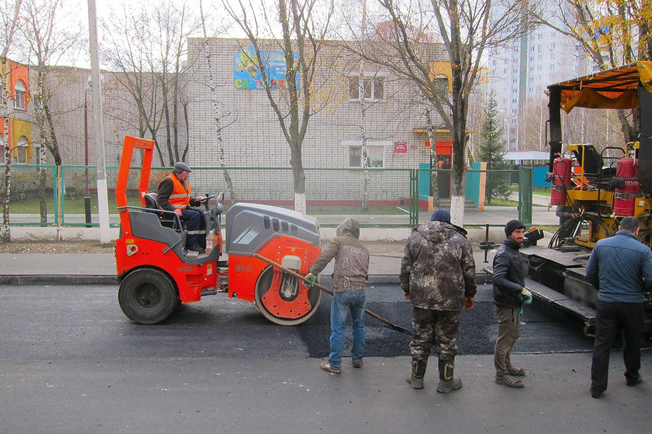 Дорогу к пятой гимназии ремонтируют в Брянске