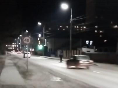 Брянцы жалуются на невменяемого пешехода