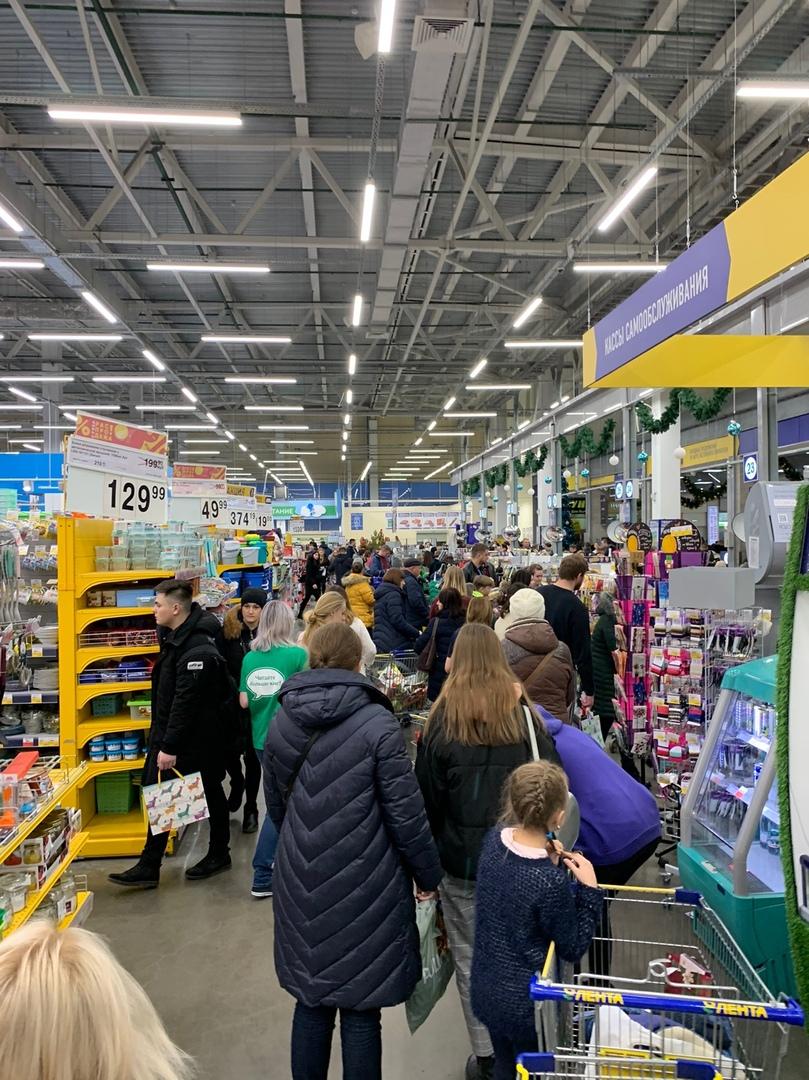 Перед Новым годом брянцы штурмуют магазины