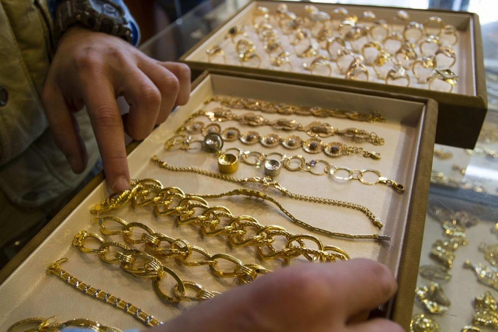 Под Новый год брянцы вынесли из ювелирной мастерской цепочку за 65 тысяч