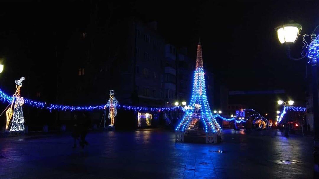 Макушка Эйфелевой башни в Брянске отказывается сиять