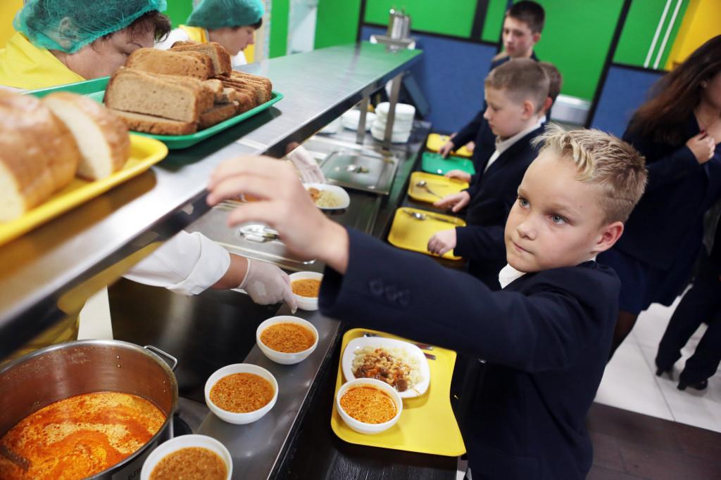 Брянских школьников накормят местные производители