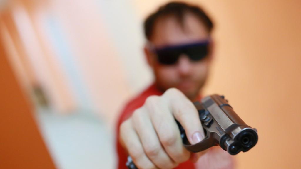 Пьяный брянец с пистолетом в баре требовал еще спиртного