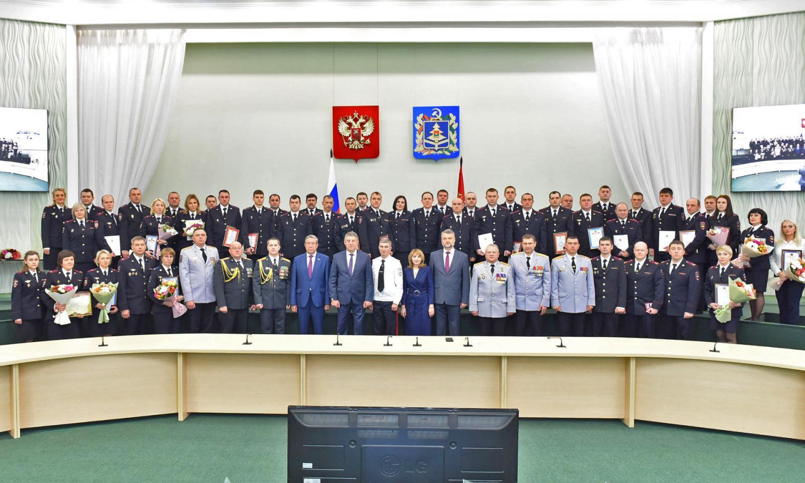 Александр Богомаз поздравил стражей порядка с профессиональным праздником
