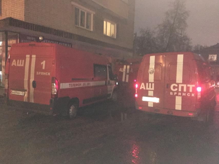 На пожаре в брянской многоэтажке пострадал человек