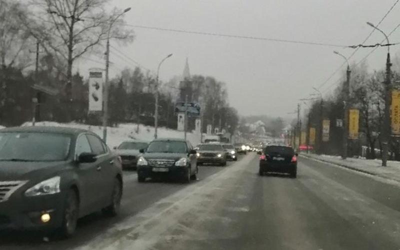 В Брянске на Городищенской горке возникла жуткая пробка