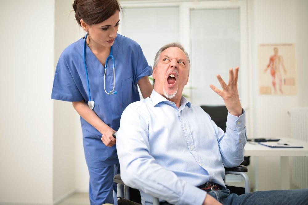С брянским врачом, напугавшим пациентку, поговорили