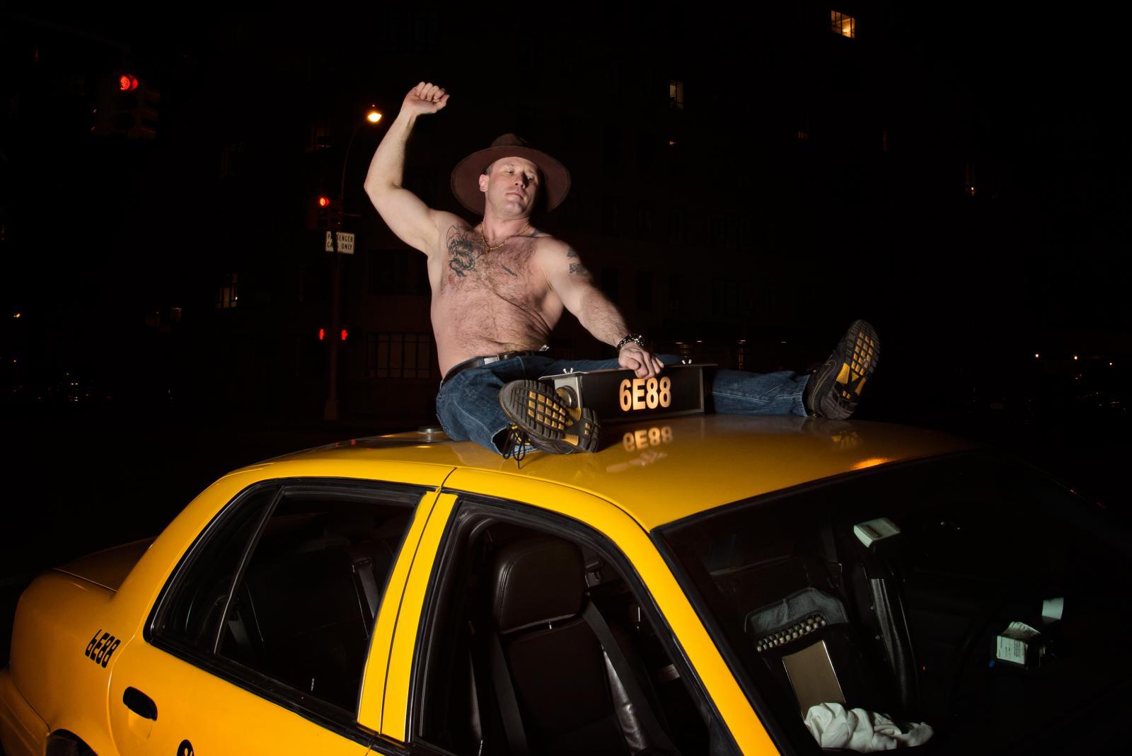 Брянцев развозил пьяный таксист
