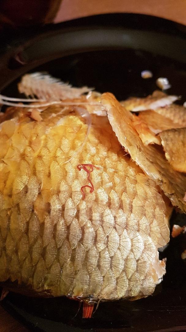 В Брянске женщина купила рыбу с паразитами