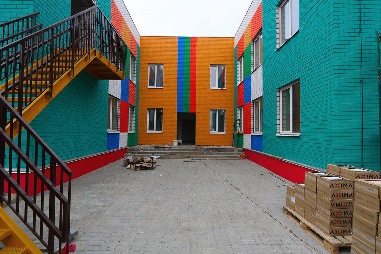 Строительство детских садов проинспектировал Александр Богомаз