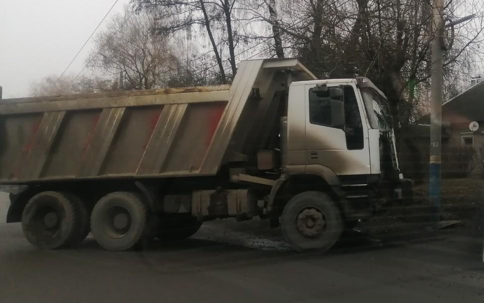 В Брянске ищут очевидцев ДТП с грузовиком в столбе