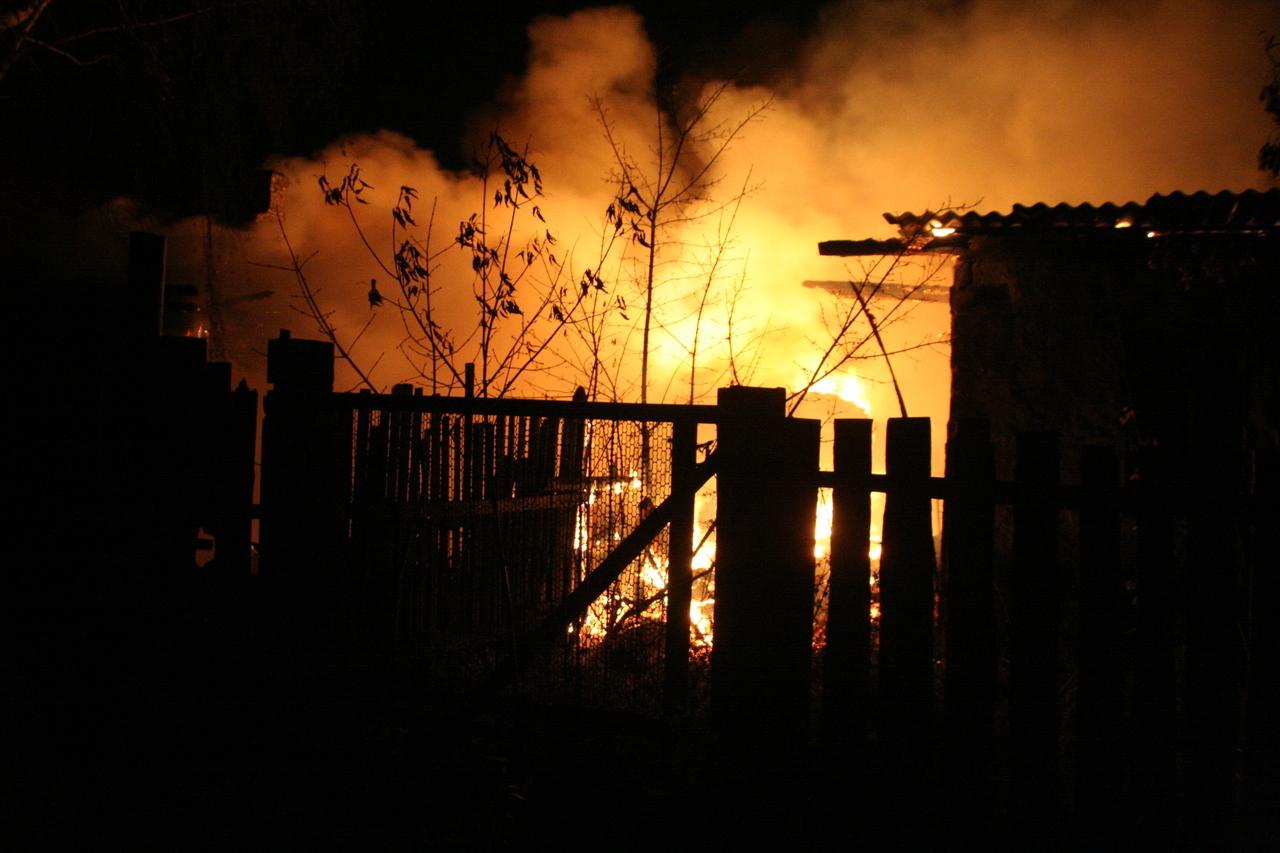На переулке Ковшовкого в Брянске утром тушили сарай