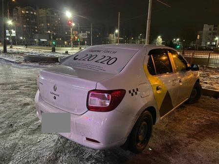В Брянске таксист сбил девушку