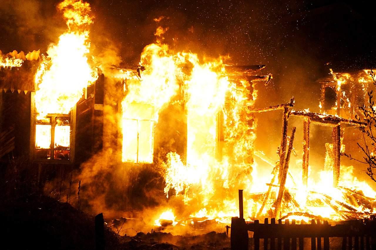 В Жуковке сгорел дом