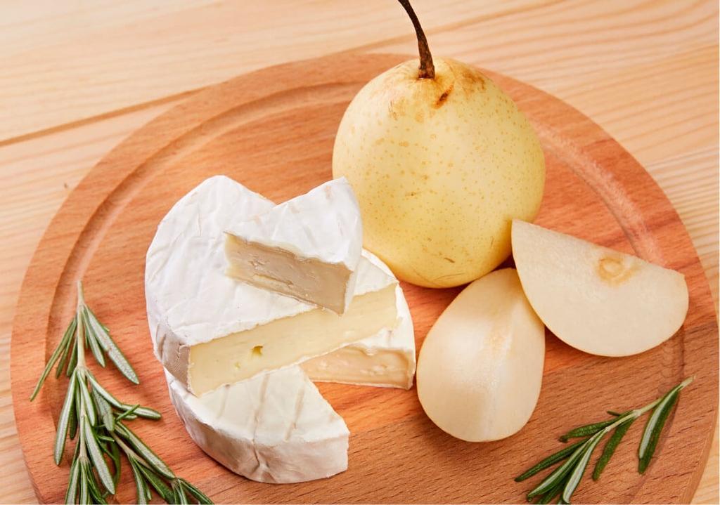 Китайских бизнесменов накормили брянским сыром