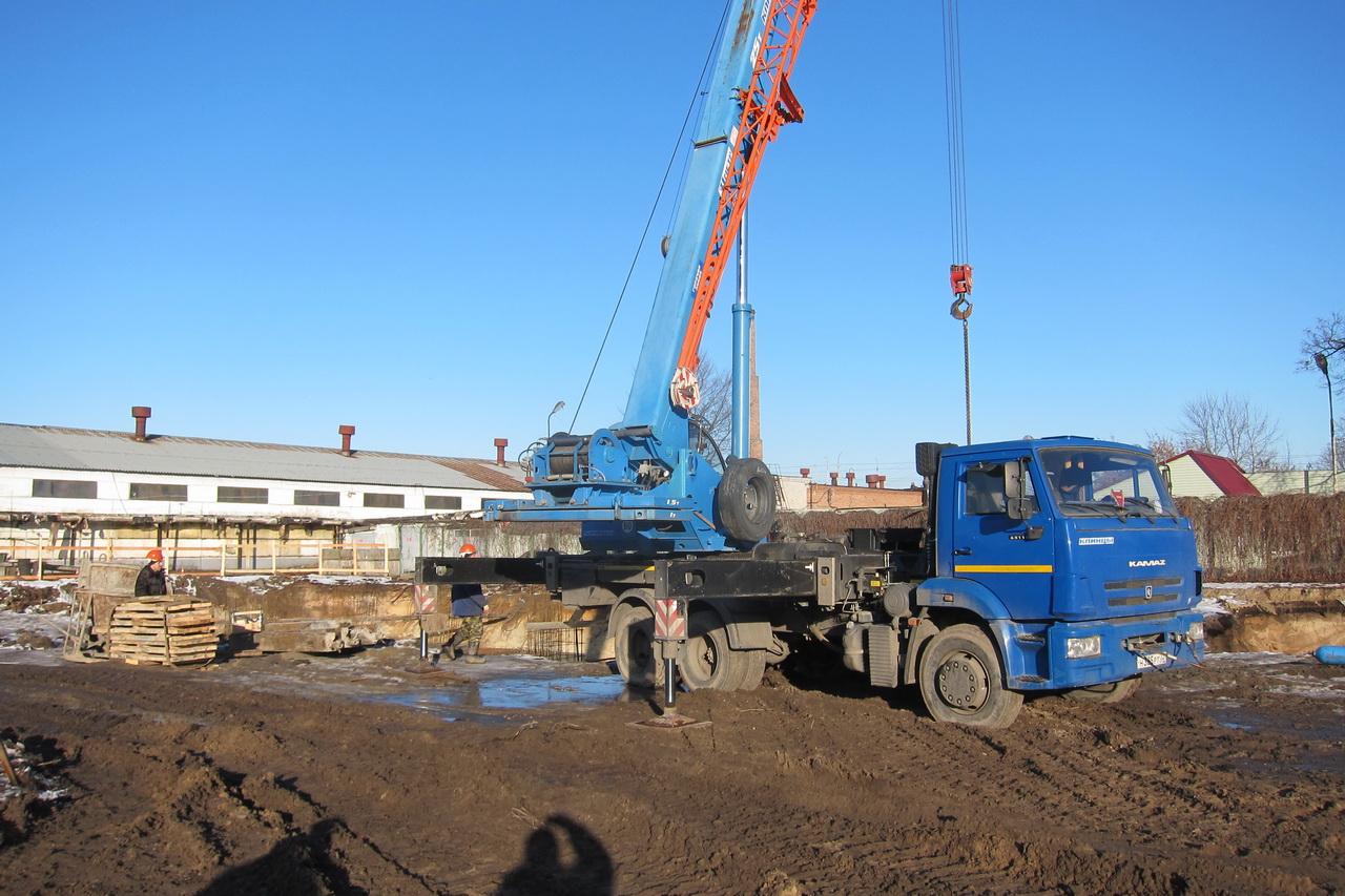 В Фокинском районе приступили к строительству бассейна