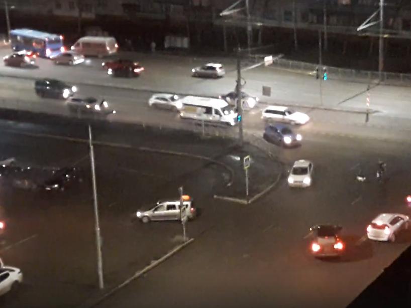На пересечении Авиационной и Романа Брянского заработал светофор
