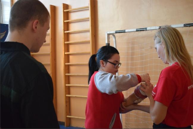 Воспитательную колонию посетили волонтеры-медики