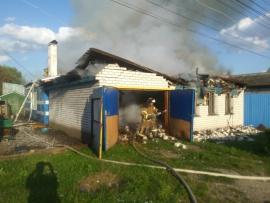 В Карачеве сгорела кровля частного дома