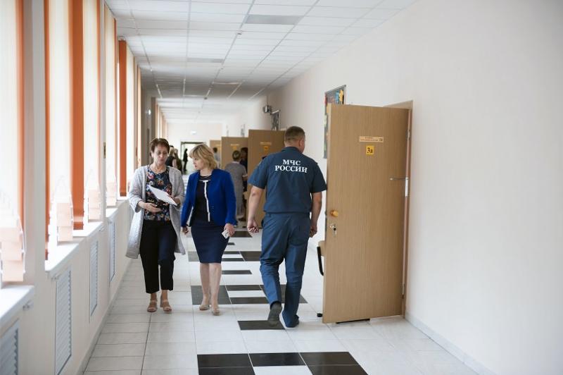 Образовательные учреждения Брянска проверяют сотрудники МЧС