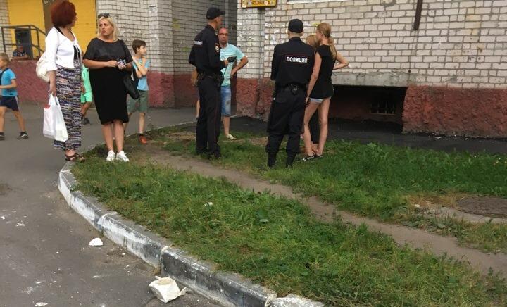 Брянские подростки кидали кирпичи с крыши
