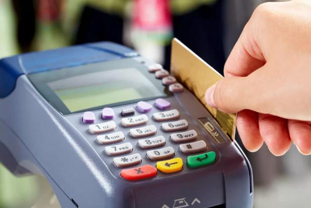 Продавец купил продукты по чужой банковской карте
