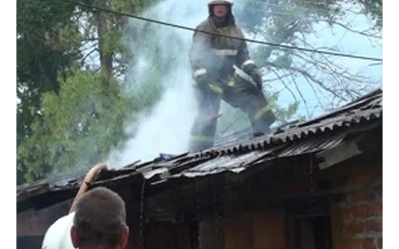 В районе «Аэропарка» в Брянске сгорела дача