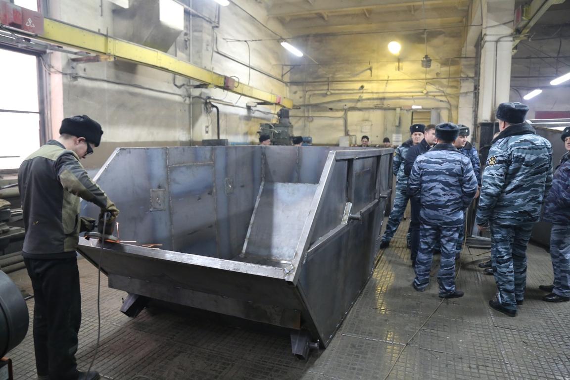 Брянские заключенные будут делать больше мусорных контейнеров