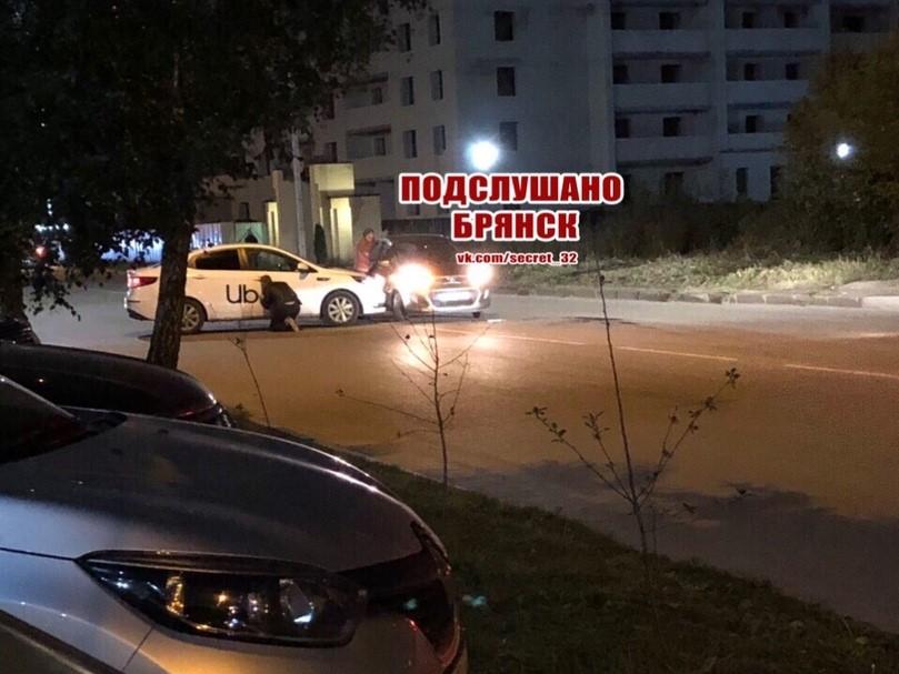 В Брянске водитель после ДТП решил «замаскировать» машину такси
