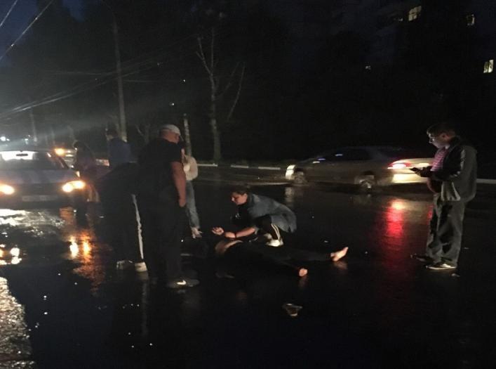 Женщина попала в Брянске под колеса такси