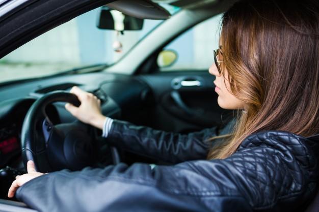 Женщина за рулем внедорожника вылетела в кювет на брянской трассе