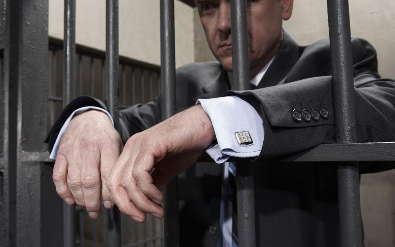 Судебные приставы получат право задерживать должников поалиментам