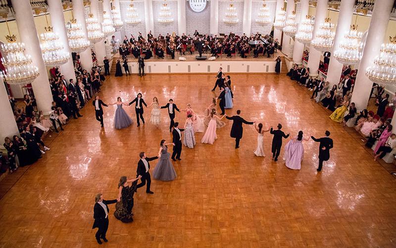Смотрим завидных невест набалу наследниц российских звезд