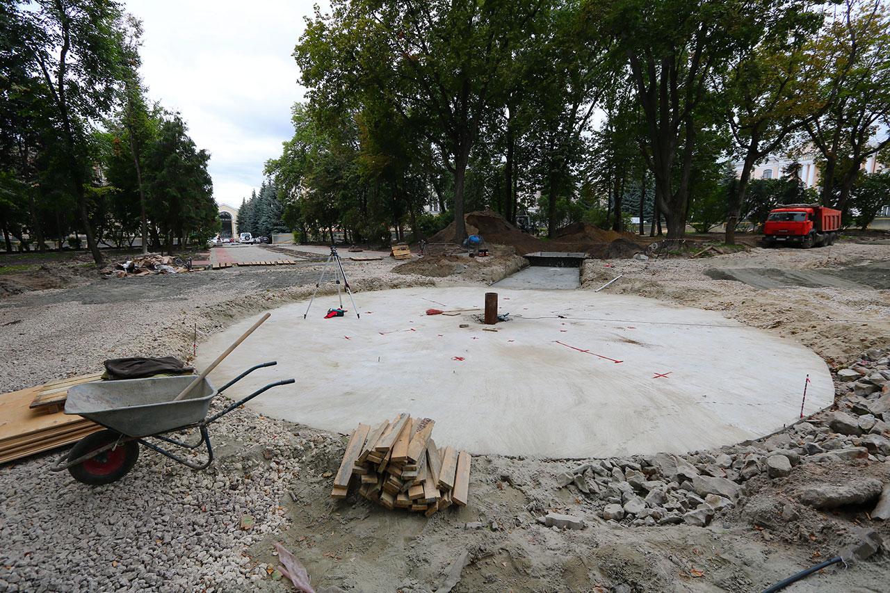 В Круглом сквере Брянска приступили к созданию фонтана